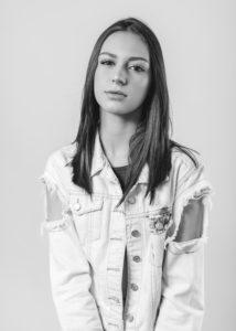 Viviane_Avalone-13