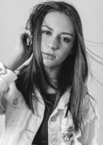 Viviane_Avalone-15