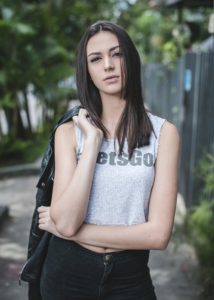 Viviane_Avalone-7